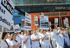 ''Fünf vor zwölf'': Krankenhaus-Mitarbeiter kämpfen für ihre Arbeitsplätze