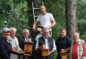 Bürgerverein Sutthausen: Neue Nisthilfen für Fledermäuse und Vögel