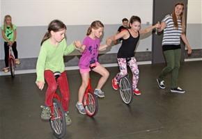 Heißer Reifen: Ferienpass-Einradfahren im Haus der Jugend