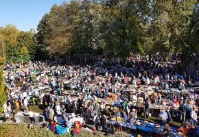 Liegewiese wird Trödlerparadies: Herbstflohmarkt im Moskaubad
